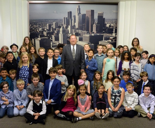 Paul Koretz w iLead Encino 4th grade kids at City Hall